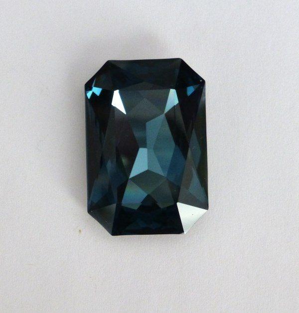 Swarovski 4627 stone montana